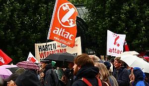 Stadtteilgruppe Alstertal/Walddörfer: Info-Tisch am Markt @ Wochenmarkt Kattjahren/Halenreie